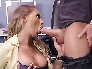 Xander Corvus gets his always hard snake used by anal-loving Blonde Juelz Ventura with huge knockers after blowjob