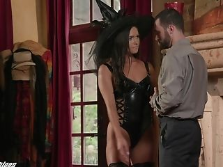 Horny James Deen seduces a kinky lady to fuck the shit out of her wet pussy