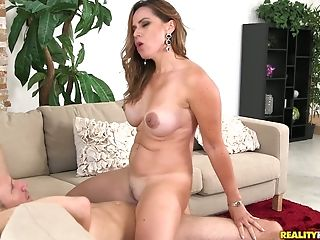 Big tittied lady in red Gabriela does her best for cash