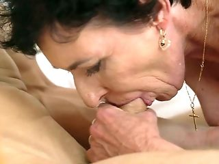Mature with big knockers enjoys guys sausage in her mouth in crazy oral action