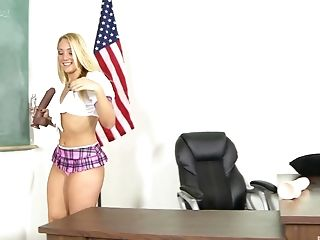 A.J. Applegate uses a huge dildo to make her pussy pulsate