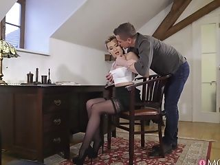 Blonde model Subil Arch spreads her legs to be fucked in the living-room