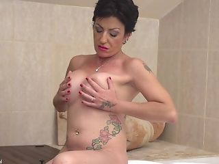 Busty Stefania washes her cunt in the shower while masturbating