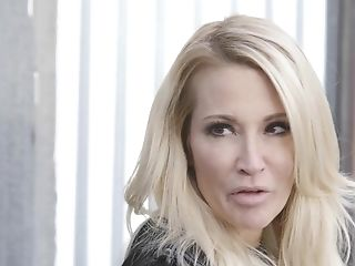 Extremely wild American lesbian Jessica Drake wanna some scissoring at night