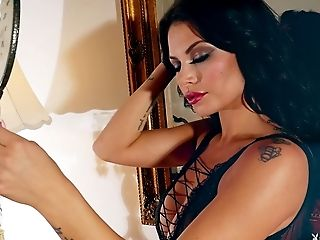 Dark-haired cutie called Shelly Lee wants to show her perfect body