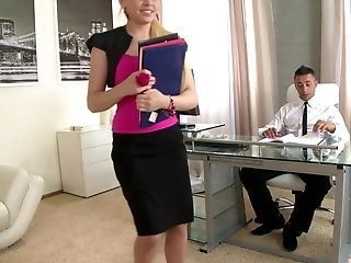 Lola Taylor is always happy to take two dicks simultaneously