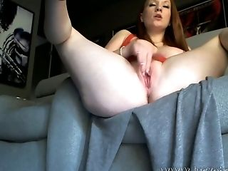 This stacked camwhore really enjoys entertaining her online viewers
